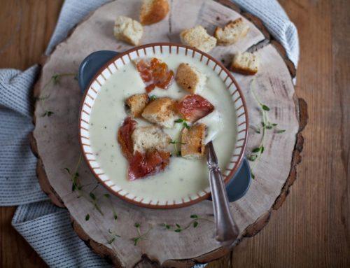 Winterküche: Rezept für eine wärmende Sellerie-Creme-Suppe mit knusprigen Toppings